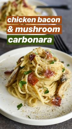 Creamy Chicken & Bacon Carbonara holy shitake, this chicken bacon & mushroom carbonara is freaking delicious! Chicken And Bacon Carbonara, Chicken Carbonara Pasta, Cheesy Chicken, Creamy Bacon Chicken Pasta, Grilled Chicken, Bacon Recipes, Chicken Recipes, Cooking Recipes, Crack Crackers