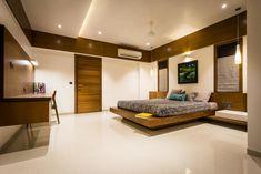 Chandresh bhai interiors modern style bedroom by vipul patel architects modern Bedroom Furniture Design, Luxury Living Room Design, Ceiling Design Bedroom, Apartment Design, Bedroom False Ceiling Design, Simple Bedroom Design, Modern Bedroom Interior, Modern Style Bedroom, Aesthetic Bedroom