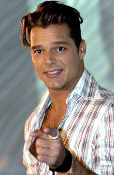Ricky Martin: «Si tocan la ley de matrimonio gay, me levantaría» http://www.elcomercio.es/rc/20120321/gente/ricky-martin-matrimonio-201203211915.html