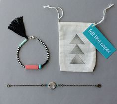 Friendship Bracelet Set - Black and White Bracelet with Tassel and Silver Coin Bracelet - Layering Bracelets  Plus de découvertes sur Le Blog des Tendances.fr #tendance #packaging #blogueur