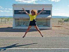 """Quel """"negozio"""" di Prada in mezzo al deserto che rischia di essere distrutto http://tuttacronaca.wordpress.com/2013/09/22/quel-negozio-di-prada-in-mezzo-al-deserto-che-rischia-di-essere-distrutto/"""