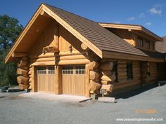 Log Home Decorating super handy example ref 9820471115 - Juicy rustic log decor. Garage Guest House, Garage House Plans, Timber Frame Homes, Timber House, Log Cabin Homes, Log Cabins, Rustic Bedroom Design, Log Home Designs, Log Home Decorating