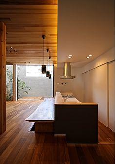 Modern home located in Sakai City, Osaka Prefecture Japanese Interior Design, Office Interior Design, Kitchen Interior, Interior Styling, Kitchen Design, Japanese Living Rooms, Teak Flooring, Natural Interior, Spa Rooms
