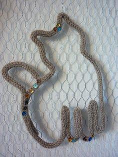 chaton mignon deco de laine merinos en tricotin : Chambre d'enfant, de bébé par des-etoiles-du-rose-des-reves