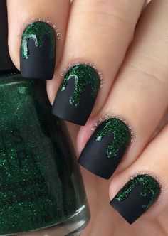 This manicure looks a little bit vamp and attractive for young girls.