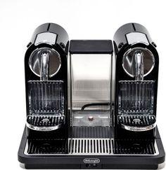 Mit der DeLonghi EN 325 B Citiz Nespressomaschine können Sie zwei Tassen Kaffee oder Espresso auf einmal kochen. Die Kaffeemaschine ist dabei nicht nur optisch ein Genuss, sie ist auch ganz einfach im Gebrauch. Ist die Wassermenge einmal eingestellt, müssen Sie nur noch den Brühvorgang starten, denn es gibt eine gesonderte Taste für Espresso oder Kaffee. https://www.plus.de/p-1578881000?RefID=SOC_pn