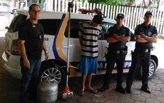 Ação conjunta recupera produtos furtados de subprefeitura de Rubião Júnior - Na manhã desta terça-feira, dia 28, as Forças de Segurança de Botucatu realizaram uma operação em busca de produtos furtados no distrito de Rubião Júnior. Equipes da Guarda Municipal, Polícia Civil e Polícia Militar localizaram uma roçadeira a gasolina e um botijão de gás.  Os produtos haviam - http://acontecebotucatu.com.br/policia/acao-conjunta-recupera-produtos-furtados-de-sub