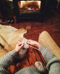 Fireplace + Knitting = best plan ever. #wool #knitting