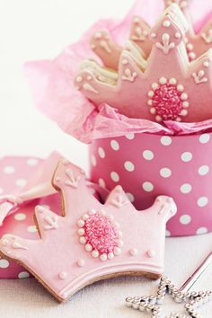 Gorgeous tiara cookie decorating idea. We love this design for a pink princess birthday party.
