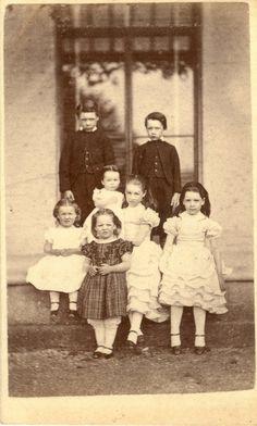 Family portrait by Henry Jenkins Antique Pictures, Old Pictures, Old Photos, Cute Pictures, Family Pictures, Vintage Love, Vintage Images, Vintage Prints, Vintage Kids