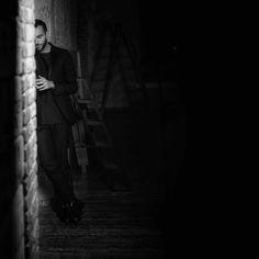 """Marco Mengoni su instagram: """"Seis de la mañana en los andenes, la densa niebla esconde tempestades, el viento en nuestra cara son espinas… """""""