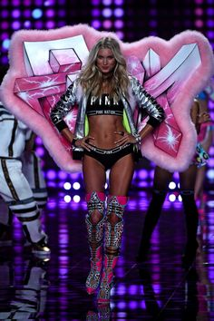 VS Fashion Show London 2014 #vsfashionshow #model #angel #london #hair #belly #blonde #victoriassecret #beautiful #pretty #amazing #body #sexy #fit #pink #universityofpink #modeling #young #beautiful #lingerie #wings #outfit #styling #cool #beauty