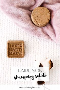 Faire soi-même son shampoing solide : j'ai testé ! - Manayin Diy Shampoo, Shampoo Bar, Mouth Mask Design, Living Libations, Slim And Sassy, Handmade Cosmetics, Make Beauty, Natural Cosmetics, Mask Making