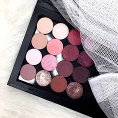 Z palette is a new trend in the world of fashion. What is more, it is undoubtedly useful when it comes to room and storage. Besides nothing is more inspiring than something created on your own. All that and a little bit more is covered here. All you need to do is to use your imagination and our guidance! #makeup #makeuplover #makeupjunkie #zpalette