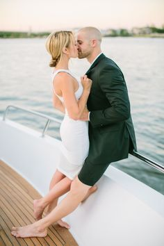 Boatside romance: http://www.stylemepretty.com/2015/07/29/casual-chic-new-jersey-engagement-session/ | Photography: Love & Light - http://www.loveandlightphotographs.com/
