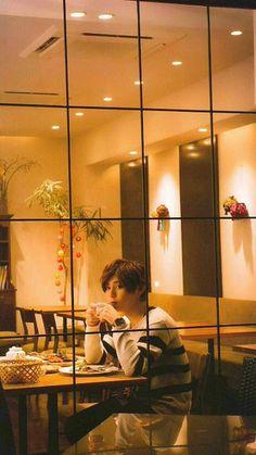 Imagine him waiting for u inside like dis. Ryosuke Yamada, Child Actors, Asian Celebrities, Japanese Men, Cute Guys, How To Look Better, Idol, Handsome, Sayings