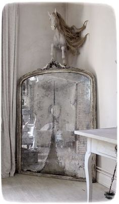 Perfect French Shabby Chic Interior Design – Shabby Chic Home Interiors Shabby French Chic, Shabby Chic Français, Modern French Country, Shabby Chic Antiques, Chabby Chic, Shabby Chic Interiors, Shabby Chic Homes, French Country Decorating, Shabby Chic Furniture