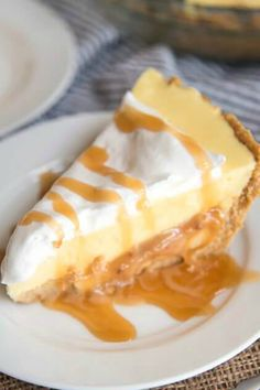 Caramel banana cream pie has a delicious graham cracker crust, a caramel layer, topped with banana pudding and whipped cream for a delicious twist on traditional banana cream pie! Quick Easy Desserts, Fun Desserts, Delicious Desserts, Yummy Food, Yummy Eats, Sweet Pie, Sweet Tarts, Banana Dessert, Pie Dessert