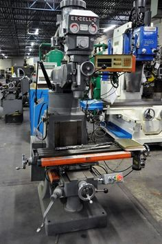 EX-CELL-O VERTICAL MILLING MACHINE - 2-AXIS DRO, SERVO FEED