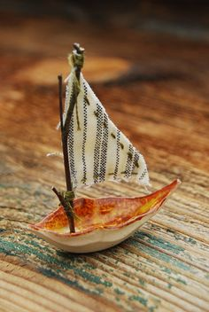 Tiny leaf-like ceramic boat by TheOakLeaves