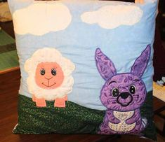 Kate has made a cute pillow using machine embroidered animals and a patterns by Kreative Kiwi. Watch the video to find out more. Quilting Tutorials, Quilting Projects, Sewing Projects, Craft Projects For Kids, Crafts To Do, Barn Wood Crafts, Machine Embroidery Projects, Cute Pillows, Embroidery For Beginners