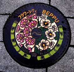 Some places really make an effort with their manhole designs. Yuda Onsen in Yamaguchi with more than 30 different designs being an obvious choice (click here for some examples). Another place I recently discovered is Beppu, the famous hot-spring resort in Oita. The first one features Cosmos (kosumosu) and Rose Mallow (Fuyou
