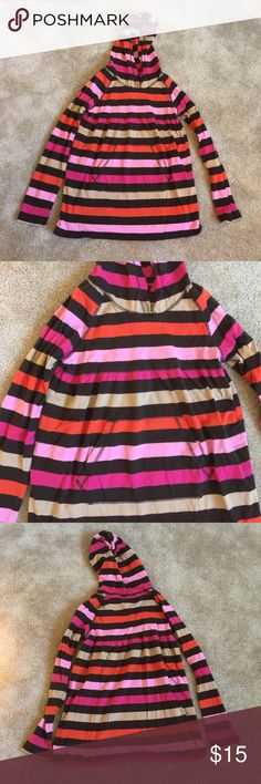 Gap Kids Top Beautiful loose fitting long sleeve top with hood and front pocket. It measures 23 inches long and would be perfect with leggings or skinny jeans. No flaws! Gap Shirts & Tops