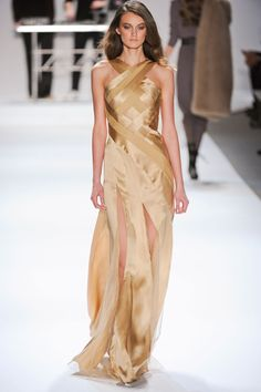 A very classy, sultry golden and beige toned, thigh-high splits gown. I love the intricately intertwined torso, leading into the halterneck. Gold Gown, Gold Dress, Dress Up, Stylish Dresses, Elegant Dresses, Pretty Dresses, Beautiful Gowns, Beautiful Outfits, Beautiful Things