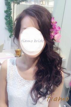 編み込みシニヨンからフェミニンなサイドダウンへ♡リハ篇 |大人可愛いブライダルヘアメイク『tiamo』の結婚カタログ