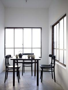 . Antique Interior, Modern Interior, Interior Architecture, Interior And Exterior, Interior Design, Minimal Home, Minimal Decor, Man Of The House, Pillos