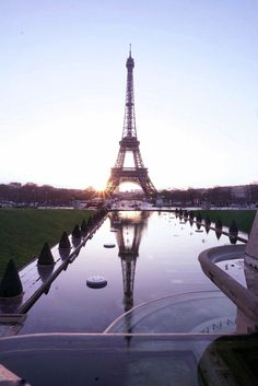 In every city, there are things that you should see and do. Paris is no exception! Whenever I think of Paris, there are a few must see Paris districts...