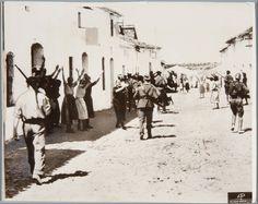 Llegada a un pueblo andaluz de las tropas franquistas