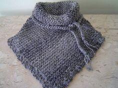 Gola  confeccionada em trico com acabamento e crochê em fio de lã mescla acetinada na cor cinza. Detalhe de cordão em trancinhas para dar um charme. R$ 45,00