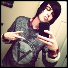 Anthem made: Kellin quinn fabulous pose Anthem Made, Goth Bands, Giving Up On Life, Sleeping With Sirens, Kellin Quinn, Cute Celebrities, Celebs, Pierce The Veil, Emo Boys