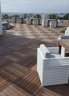 Ipe wood deck tiles on HandyDeck's pedestal system were the ideal solution for this tropical, elegant rooftop deck. Building Design Plan, Building A Deck, Building Plans, Rooftop Design, Deck Design, Wood Deck Tiles, Terrace Tiles, Rooftop Patio, Balcony Deck