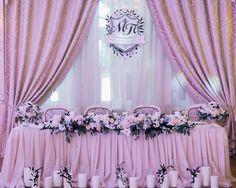 Weddin table of brise and groom Black Wedding Themes, Pink Wedding Theme, Black Wedding Dresses, Wedding Flowers, Black Weddings, On Your Wedding Day, Wedding Tips, Perfect Wedding, Wedding Planning