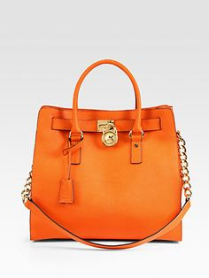 29e4a495e5535 MICHAEL KORS Tote-Butter-soft Saffiano leather in this extra roomy  silhouette Carteras