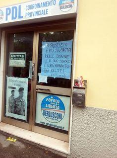 """E' apparso sulla vetrina della sede del Pdl a Ravenna un cartello con la scritta """"La giustizia è più stuprata delle donne e il suo stupro è il più impunito dei delitti''. Giovanni Paglia, deputato Sel, ha chiesto di rimuovere il ''vergognoso cartello''. Immediata la"""