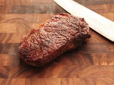 The Food Lab& Complete Guide to Sous Vide Steak Cooking For One, Cooking Time, Steak Recipes, Grilling Recipes, Sous Vide Steak Recipe, Sous Vide Cooking, Food Lab, Strip Steak, Sousse