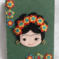 Quadrinho decorativo Frida Cantinho dos Mimos da Val Crafts For Girls, Easy Crafts For Kids, Diy And Crafts, Bookmark Craft, Diy Bookmarks, Mexican Crafts, Felt Pillow, Art Cart, Diy Artwork