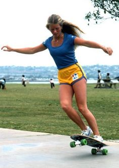 The most talented and well known Skateboard Girls in the world of Skateboarding. These skateboard girls do not mess around. Which one is your favourite? Skateboards Vintage, Skates Vintage, Skate Girl, Tony Hawk, Skate Style, Skateboard Girl, Board Skateboard, Great Women, Modern Man