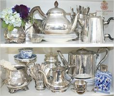Vintage Home Decor For More Traditional Interior Design Silver Decor, Vintage Home Decor, Decor, Vintage House, Dish Display, Tea Set Display, Silver Display, Displaying Collections, Silver Tea Set Display