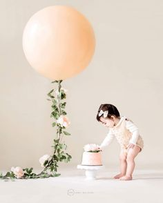 52 Ideas Baby Girl Birthday Cake Smash For 2019 Birthday Girl Pictures, Baby Girl 1st Birthday, First Birthday Photos, Baby Pictures, First Birthday Balloons, First Birthday Outfit Girl, 1st Birthday Cake Smash, Smash Cake Girl, Girl Cakes