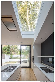 88 Westbourne Park Road by James Wyman Architects – Geometry & Silence Kitchen Room Design, Best Kitchen Designs, Modern Kitchen Design, Modern House Design, House Window Design, Modern Minimalist House, Modern Kitchen Cabinets, Kitchen Layout, Kitchen Ideas