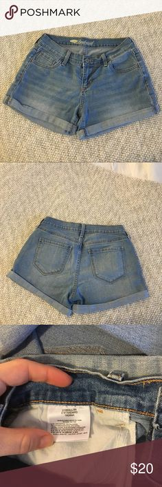 Old navy boyfriend shorts Old navy light wash shorts, only worn a couple times! Feel free to ask questions and make an offer! ✨🌞 Old Navy Shorts Jean Shorts