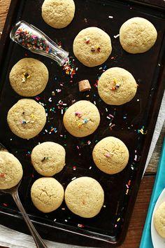 Simple SUPER FLUFFY Gluten-Free Sugar Cookies | minimalistbaker.com recipes #minimalistbaker