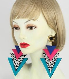 (made from ugly deeply tribal material) ~ couture ~ solidly big ~ artistic 🐿 80s Jewelry, Jewelery, Body Jewelry, 1980s Makeup And Hair, Biscuit, 80s Neon, Memphis Design, Triangle Earrings, Vintage Earrings