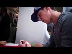 Niall Horan firmó la rojiblanca para el Museo | Niall gave us a signed a...