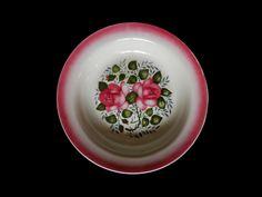 Prato de cozinha com rosas em botão
