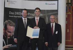 Der RWTH-Student Daniel Szepanski wurde im Juni 2016 in Braunschweig mit dem DRIVE-E-Studienpreis des Bundesministeriums für Bildung und Forschung und der Fraunhofer‐Gesellschaft ausgezeichnet. Für seine Masterarbeit erhielt der 25-jährige Absolvent der Elektrotechnik den mit 6000 Euro dotierten ersten Preis.